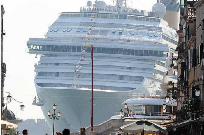 Le grandi navi possono entrare a Venezia?